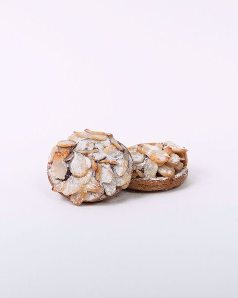 Immagine di Biscotti Farciti alla Ciliegia Ricoperti di Mandorle a Fette kg. 2