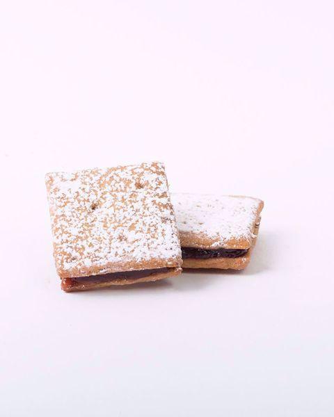 Immagine di Biscotti Farciti alla Ciliegia Aromatizzati all'anice kg. 2